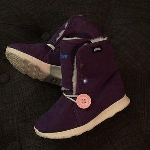 Warm sneaker boots